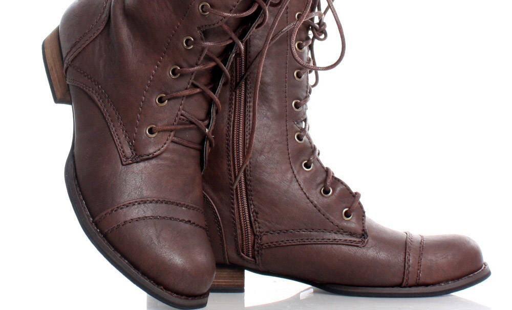Military style ankle boots. (dwdshows.com)