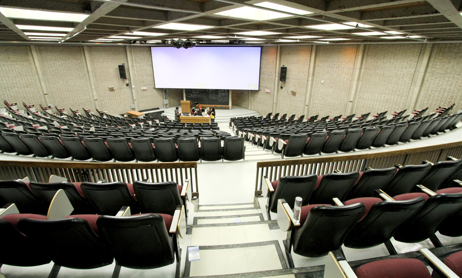The faculty is looking to reduce classes with under 20 people; full-time professors will now teach larger classes. (Alexandra Allaire / McGill Tribune)
