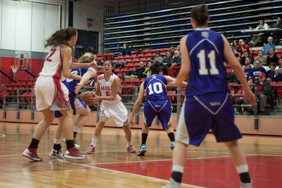 Dianna Ros faciliated the Martlet offence throughout the win on Saturday. (Simon Poitrimolt / McGill Tribune)