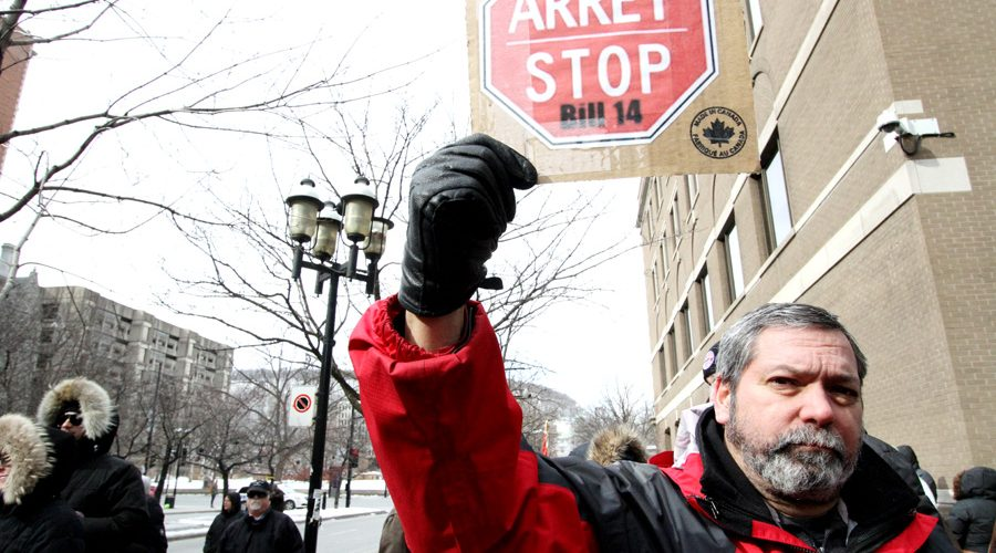 Montrealers gathered on Sunday to oppose new legislation aimed at amending Quebec's language laws. (Alexandra Allaire / McGill Tribune)