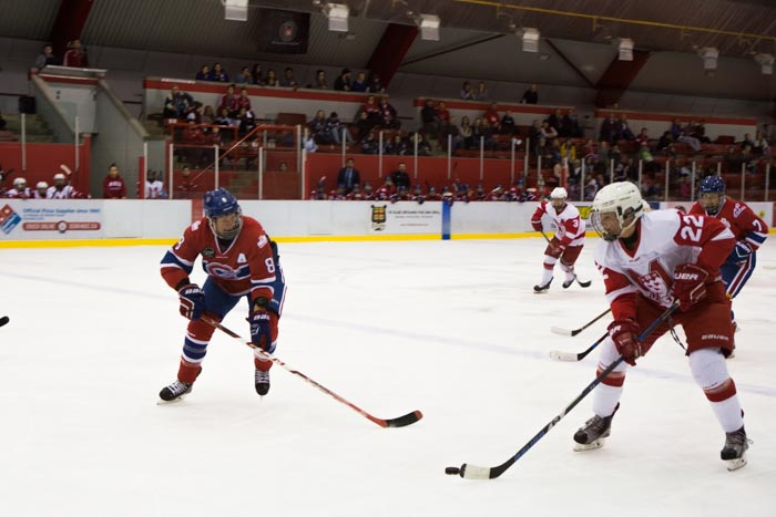 McGill Martlets hockey faces off against Les Canadiennes de ...